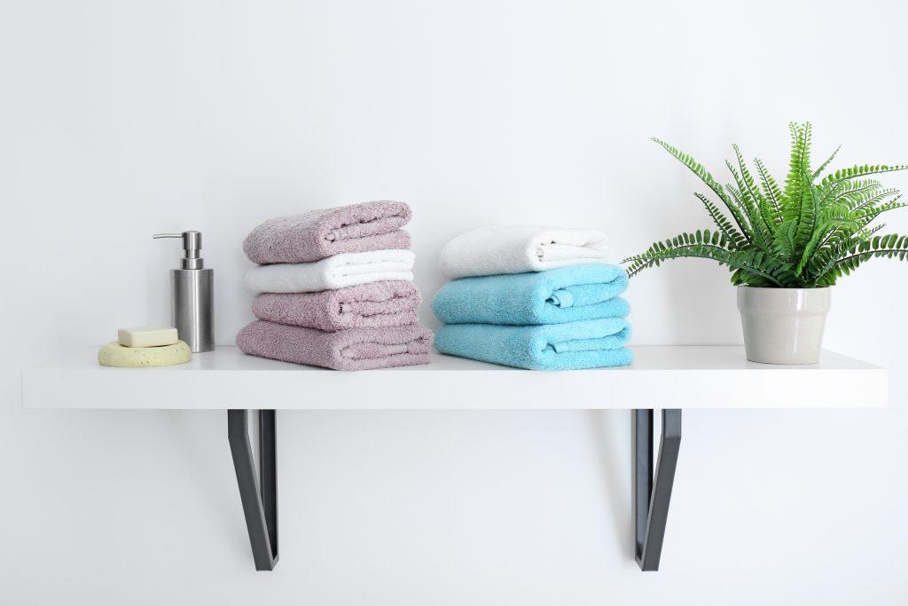 Handdoeken-opbergen-in-badkamer