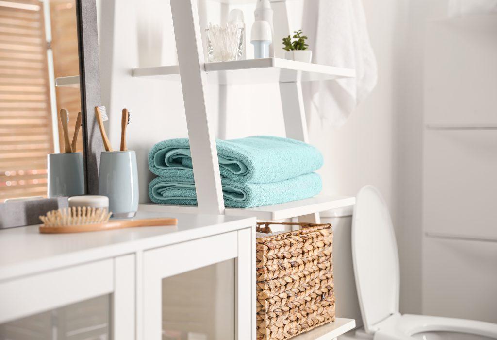 handdoeken op een ladder