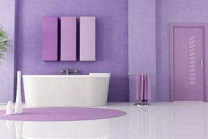 Paars in de badkamer