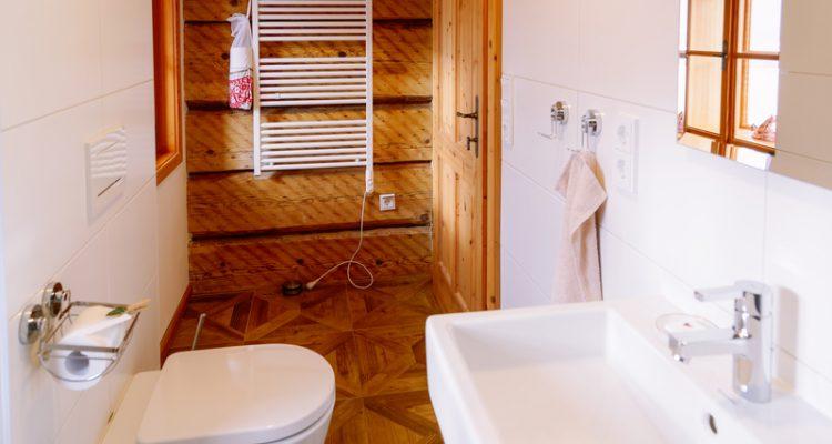 Een-badkamer-zonder-tegels